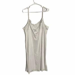 VASSARETTE woman's chemises size 26